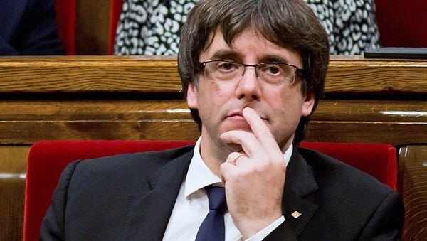 El presidente de Cataluña, Carles Puigdemont, en el Parlamento Catalán - Sputnik Mundo