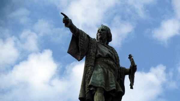 El monumento de Cristóbal Colón en Barcelona, España - Sputnik Mundo