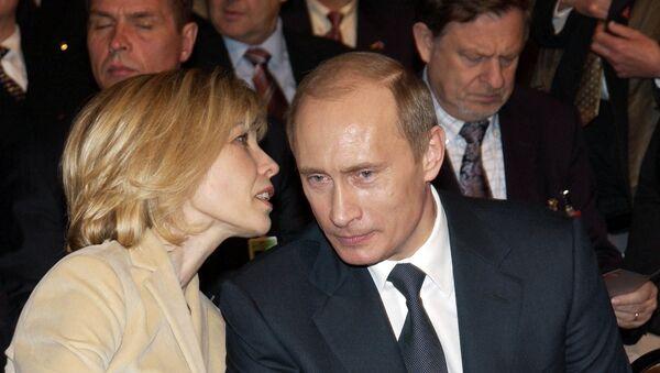 Doris Schroder-Kopf y Vladímir Putin (archivo) - Sputnik Mundo