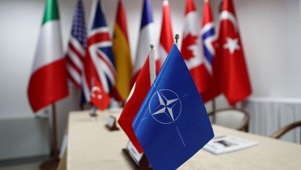 Las banderas de OTAN y sus miembros - Sputnik Mundo