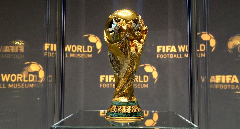 El trofeo de la Copa Mundial de fútbol