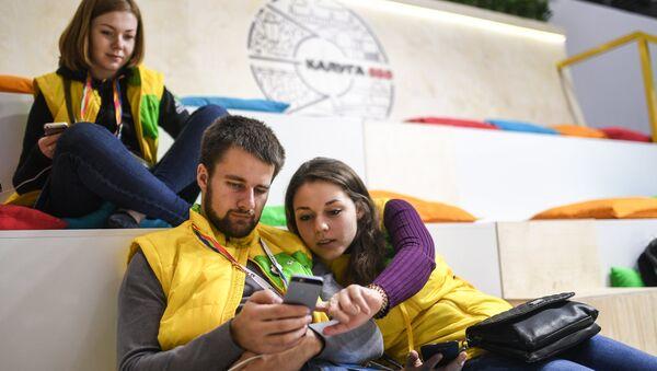 Los participantes del XIX Festival Mundial de la Juventud y los Estudiantes en Sochi - Sputnik Mundo