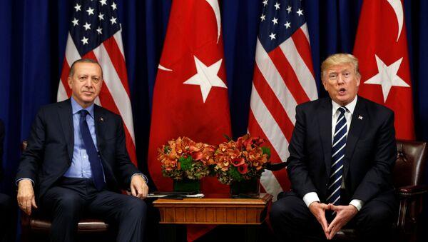 Recep Tayyip Erdogan, presidente de Turquía, y Donald Trump, presidente de EEUU - Sputnik Mundo