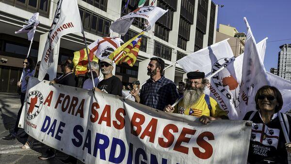 Una manifestación antiguerra en Cagliari - Sputnik Mundo