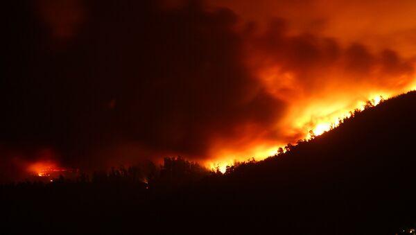 Incendios devoran Galicia en octubre de 2017 - Sputnik Mundo