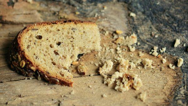 Un trozo de pan (imagen referencial) - Sputnik Mundo