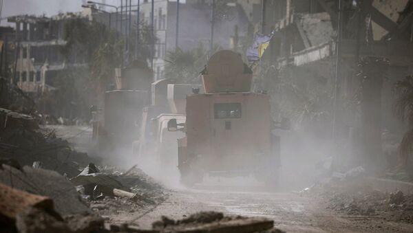 Vehículos militares en Al Raqa, Siria - Sputnik Mundo