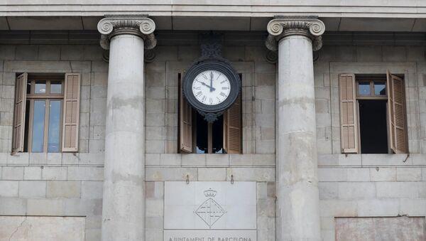 El reloj en el Ayuntamiento de Barcelona (magen referencial) - Sputnik Mundo