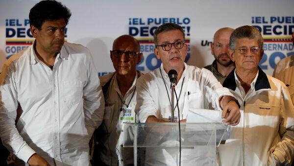 Gerardo Blyde (centro), el coordinador del Comando Nacional de Campaña la oposición venezolana - Sputnik Mundo