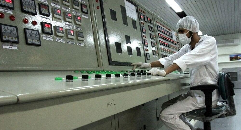 Técnico en una planta nuclear en Irán (archivo)