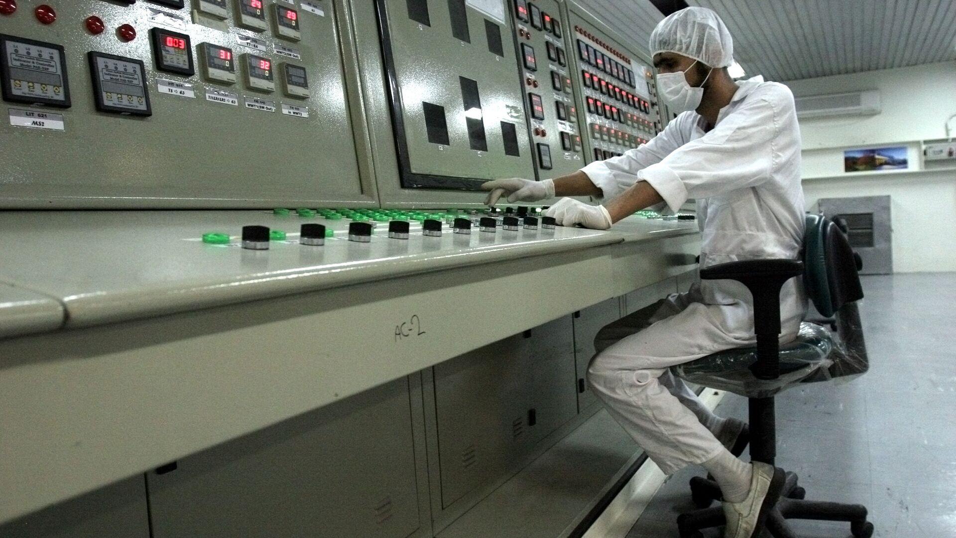 Técnico en una planta nuclear en Irán (archivo) - Sputnik Mundo, 1920, 11.04.2021