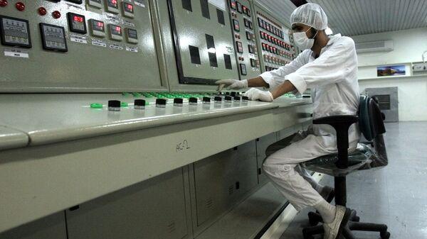 Técnico en una planta nuclear en Irán (archivo) - Sputnik Mundo