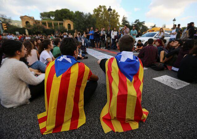Los estudiantes con las banderas de Cataluña