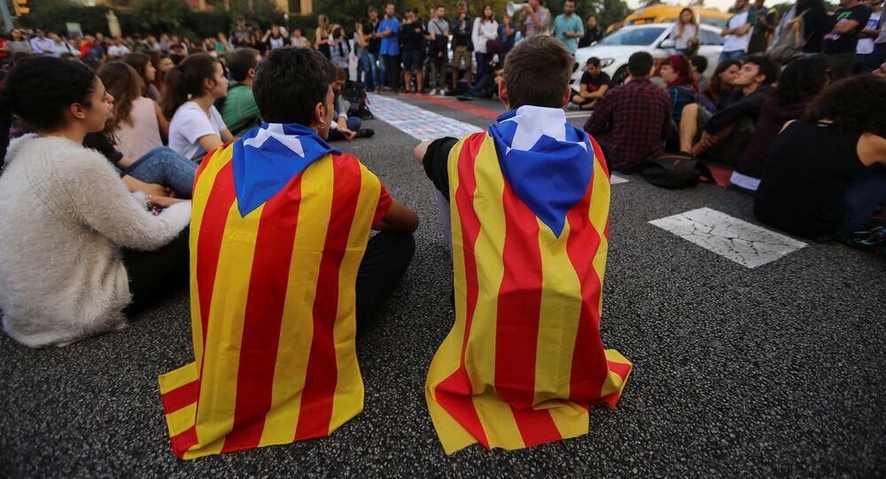 Estudiantes con las banderas de Cataluña