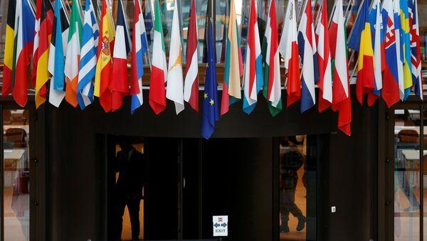 Las banderas de los países miembros de la UE - Sputnik Mundo