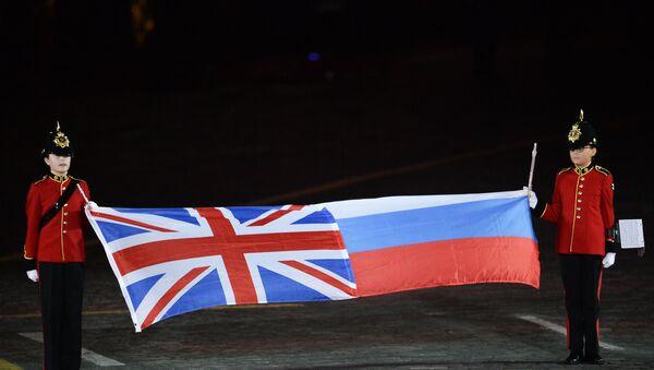 Las banderas de Reino Unido y Rusia - Sputnik Mundo