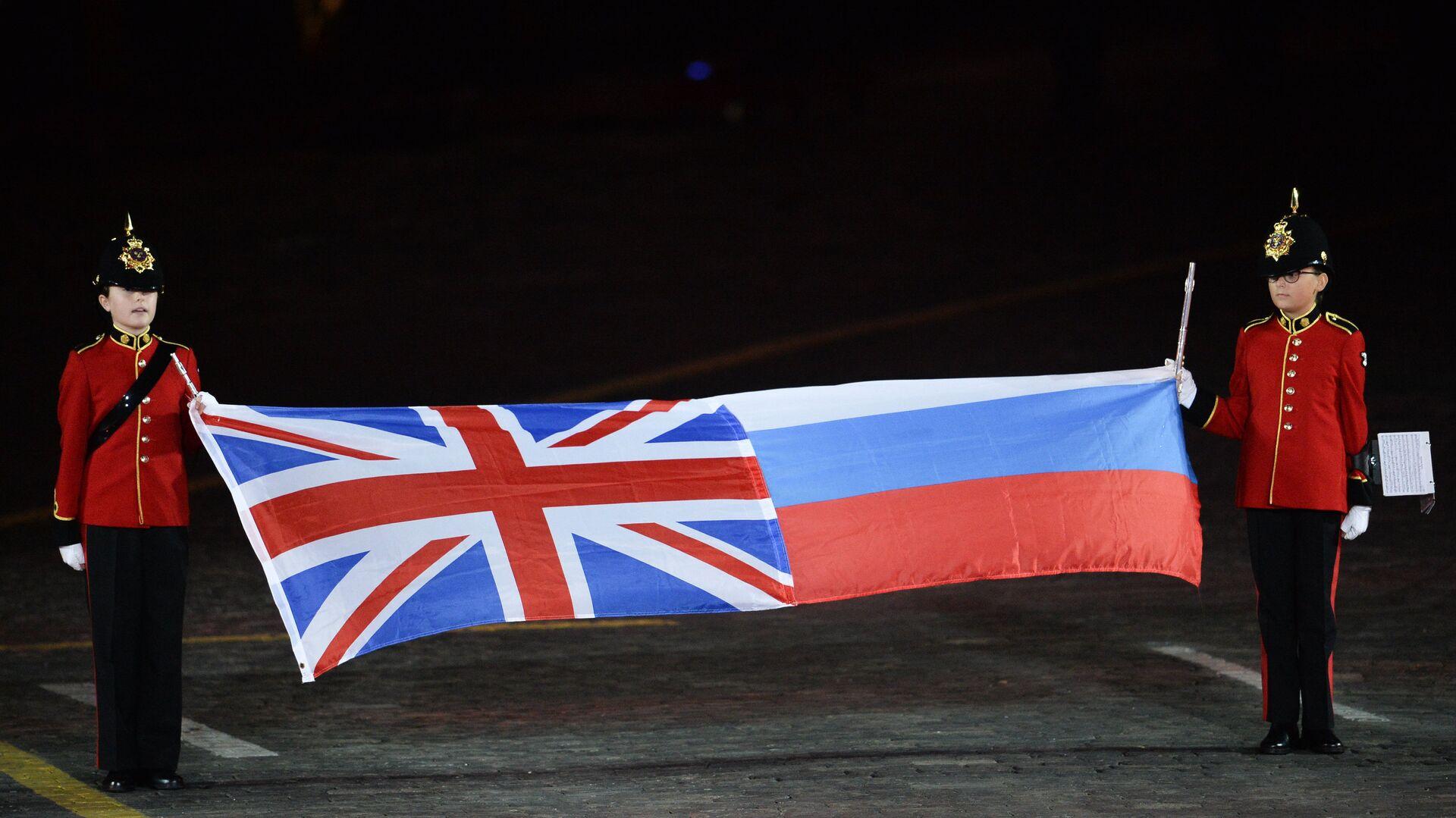 Las banderas de Reino Unido y Rusia - Sputnik Mundo, 1920, 13.06.2021