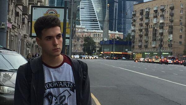 Glauber A. Senarega, escritor cubano, pasea por las calles de Moscú - Sputnik Mundo