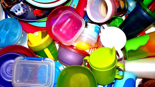 Utensilios de plástico propios de la cocina - Sputnik Mundo
