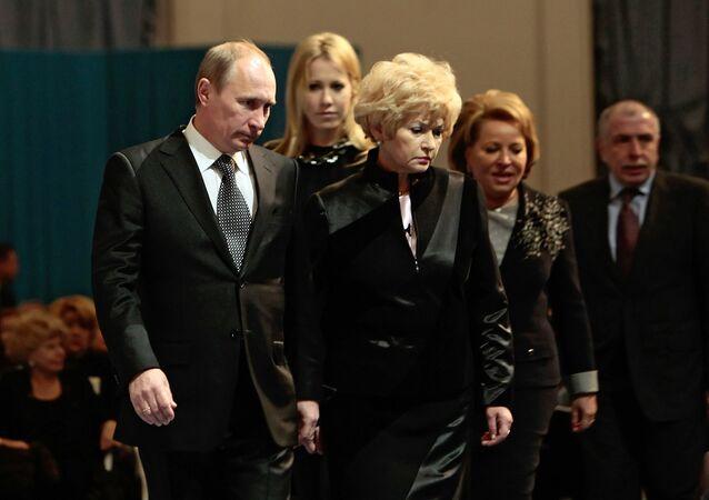 Vladímir Putin, actual presidente de Rusia, Liudmila Narusova, Ksenia Sobchak y Valentina Matvienko (archivo)