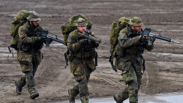 Soldados de la Bundeswehr durante unos ejercicios (archivo) - Sputnik Mundo