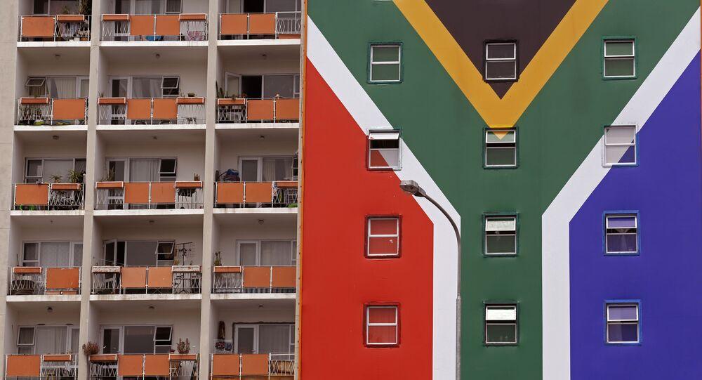 Una casa con la bandera de Sudáfrica