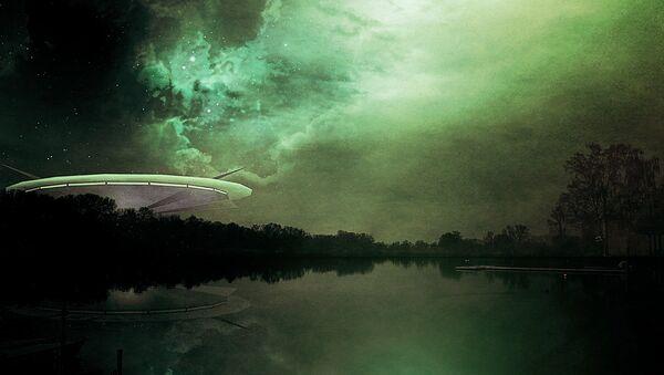 Una nave alienígena (ilustración) - Sputnik Mundo