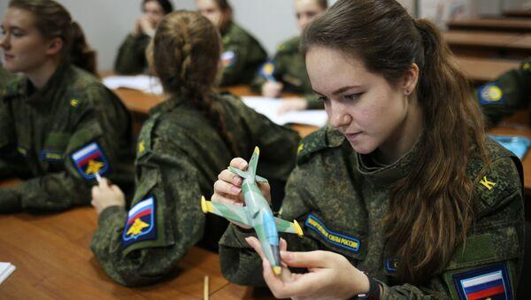 Las más cualificadas representantes de la Escuela Superior de Aviación militar de Krasnodar - Sputnik Mundo