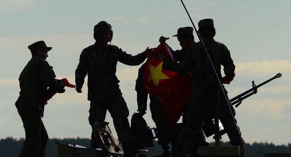 La tripulación del tanque Type 96 del Ejército de China