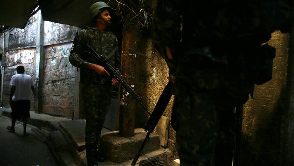 Policía brasileña en la favela de Rocinha, Río de Janeiro - Sputnik Mundo