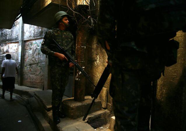 Policía brasileña en la favela de Rocinha, Río de Janeiro (imagen referencial)