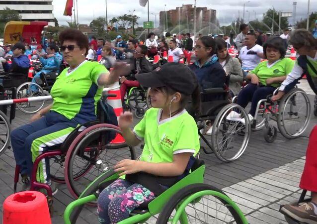 Bogotá se propone batir el récord mundial de ejercicios en sillas de rueda