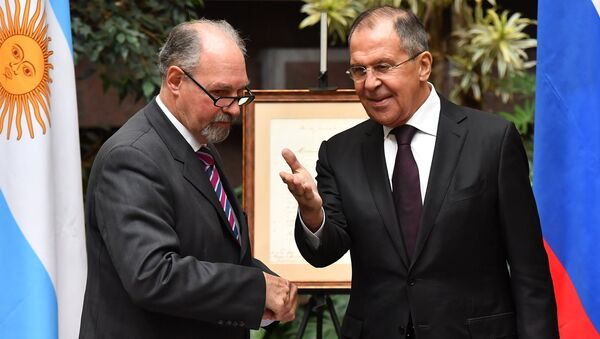 Embajador de Argentina en Rusia Ricardo Lagorio y ministerio ruso de Asuntos Exteriores, Serguéi Lavrov - Sputnik Mundo