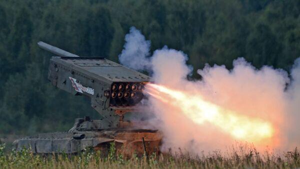 Sistema de lanzacohetes incendiarios TOS-1 Buratino (archivo) - Sputnik Mundo