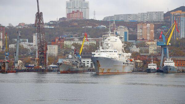El buque de reconocimiento electrónico ruso Mariscal Krilov en el puerto de Vladivostok, 5 de febrero de 2015 - Sputnik Mundo