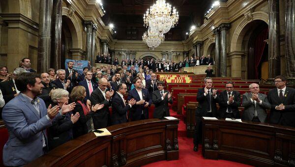 El Parlamento Catalán después de la votación - Sputnik Mundo