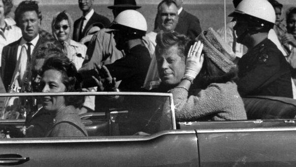 El presidente de EEUU, John F. Kennedy, un minuto antes de ser asesinado - Sputnik Mundo