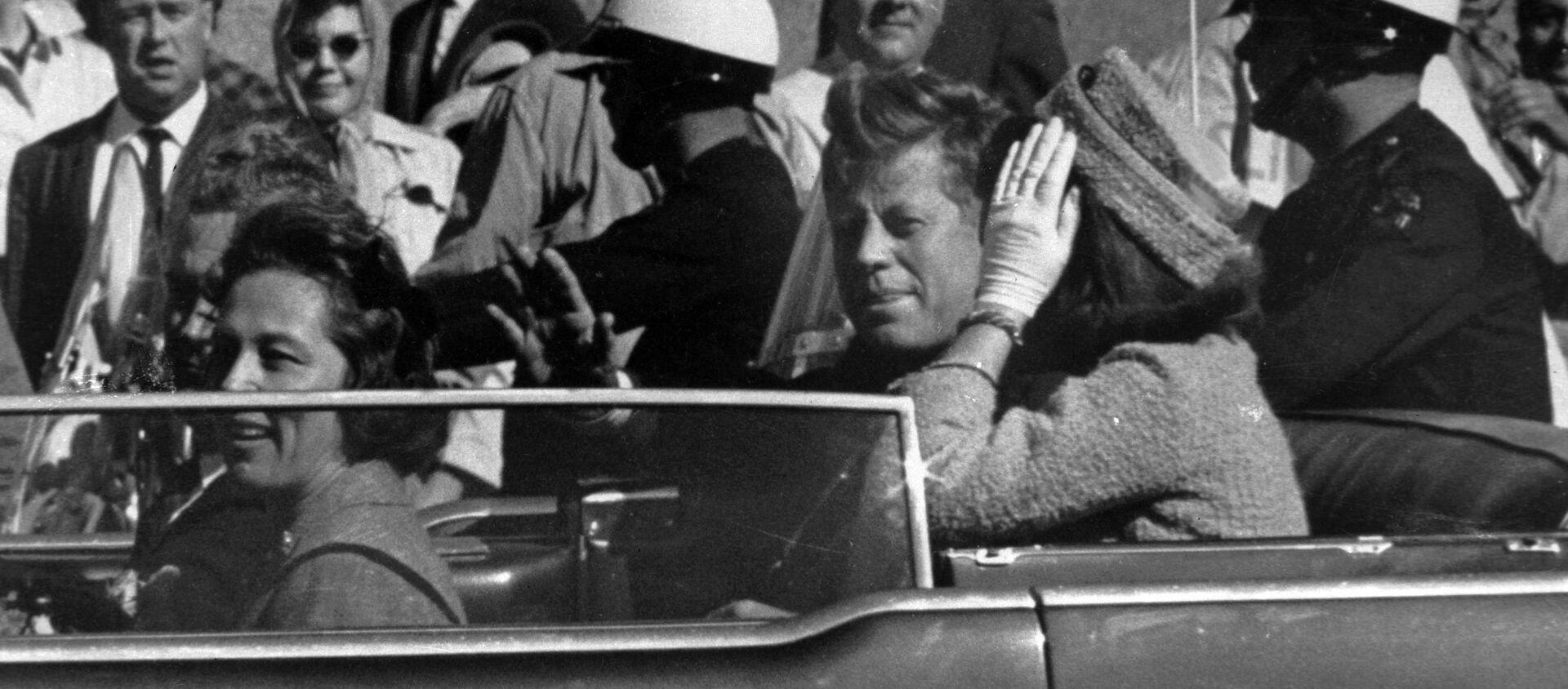 El presidente de EEUU, John F. Kennedy, un minuto antes de ser asesinado - Sputnik Mundo, 1920, 22.11.2020