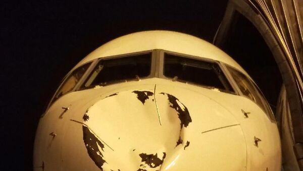 El avión del equipo de la NBA Oklahoma City Thunder después del impacto - Sputnik Mundo