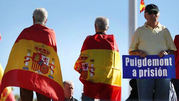 Protestas en contra de Carles Puigdemont, presidente de Cataluña - Sputnik Mundo