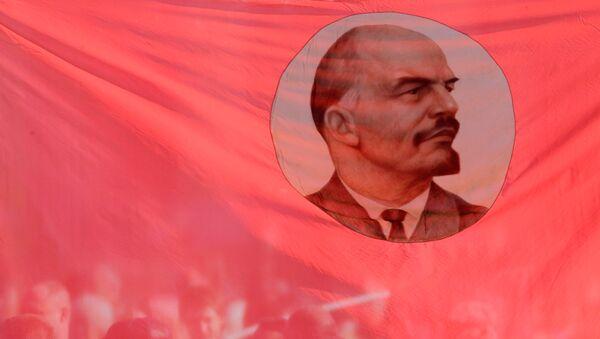 Bandera con la imagen de Vladímir Lenin, ex líder de la URSS (archivo) - Sputnik Mundo