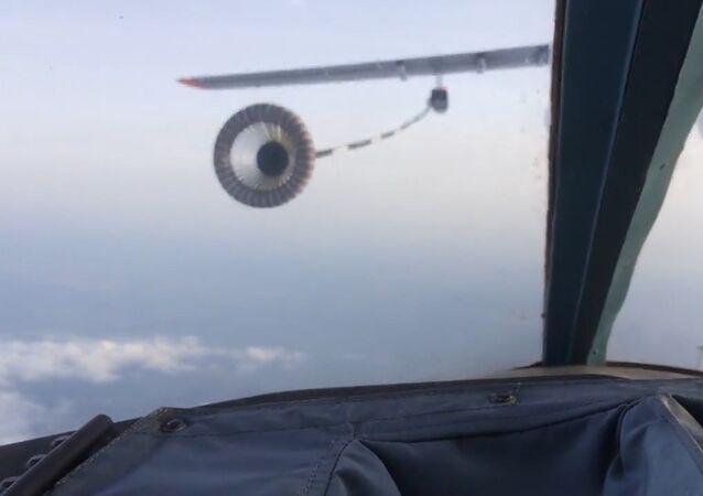 Reabastecimiento en el aire de los bombarderos Su-34, a más de 700 km/h