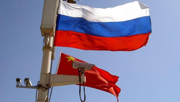 Banderas de Rusia y China (imagen referencial) - Sputnik Mundo