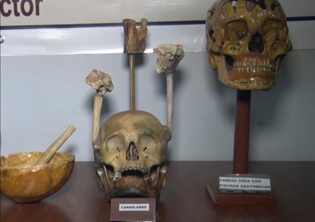 Las obras macabras de un médico que también es escultor