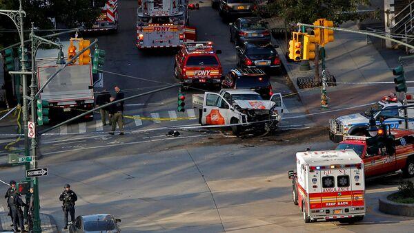 Los servicios de emergencia en el lugar del atropello y tiroteo en Nueva York el 31 de octubre de 2017 - Sputnik Mundo