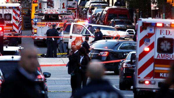 Las ambulancias en el lugar del atropello y tiroteo en Nueva York - Sputnik Mundo