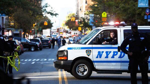 La policía en el lugar del atropello en Nueva York - Sputnik Mundo