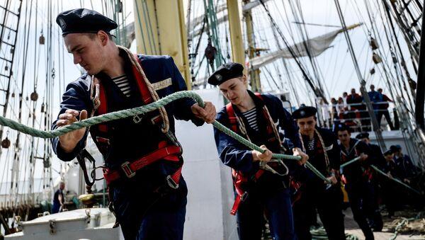 Jóvenes marineros rusos en el velero Kruzenshtern - Sputnik Mundo