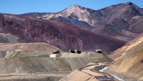 Camiones operan en la mina de oro Veladero en la provincia argentina de San Juan - Sputnik Mundo