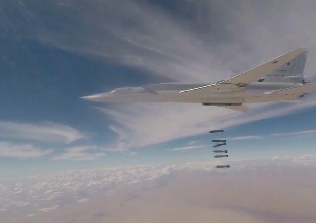 Así fue el destructivo ataque de los Tu-22M3 rusos contra objetivos terroristas en Deir Ezzor